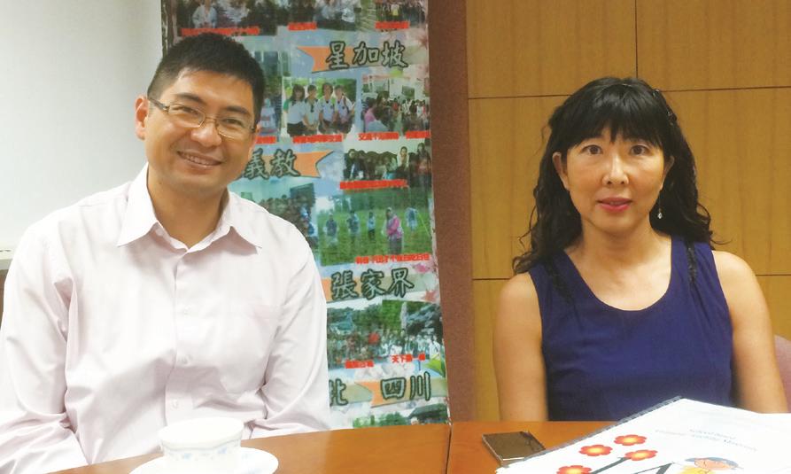 岑小瑩校長(右)和李胤鋒副校長(左)希望學生能夠透過電子學習掌握資訊科技應用,以增加個人的競爭力。