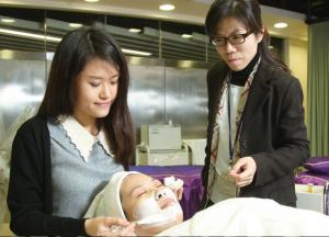 「生涯規劃」支援服務計劃開辦一些 同學感興趣的體驗工作坊,如美容、 化妝及攝影等。