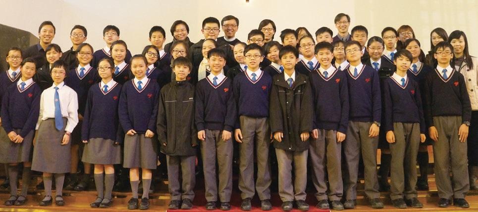 在「中一祝福禮」上老師祝願中一同學快樂成長。