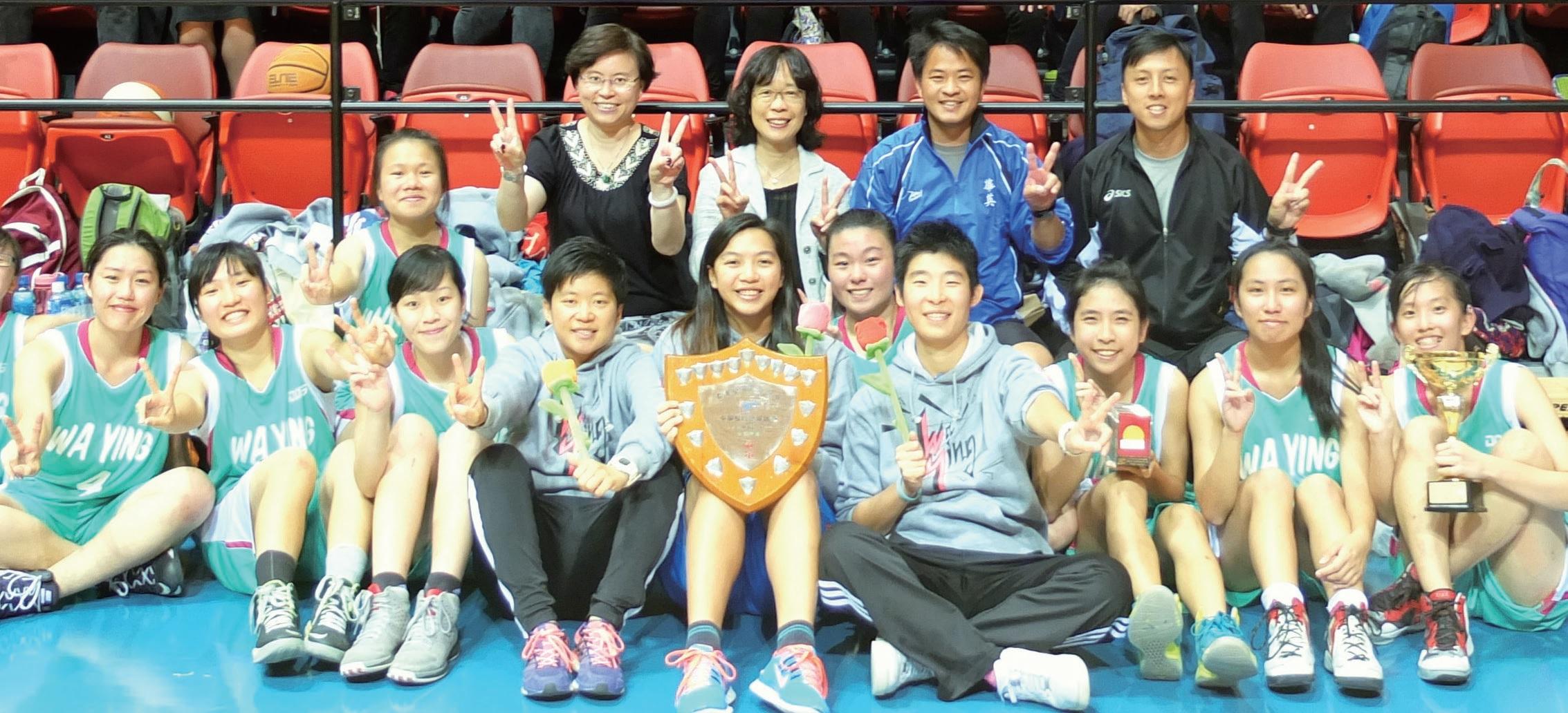 華英中學女子甲組籃球隊奪得學界比賽冠軍。
