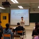 明報教育產品策劃經理陳翠賢女士向各校家長、老師們致歡迎詞