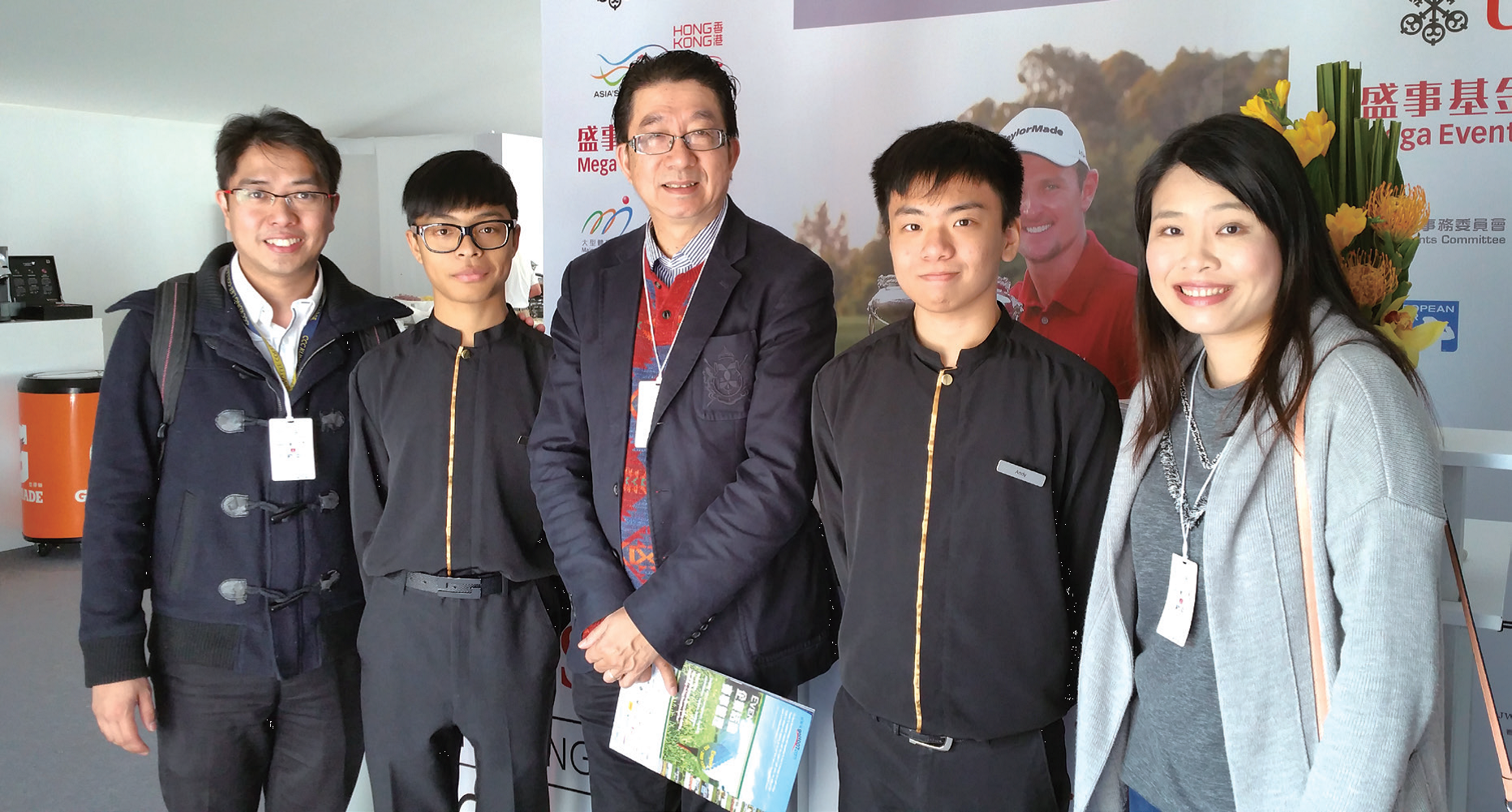 鄒秉恩校長( 中) 相信每位學生都各具才能,希望幫助他們揀選最適合的升學及發展方向。