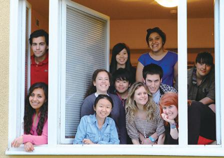 學系為學生提供多元化的海外交流和實習機會。