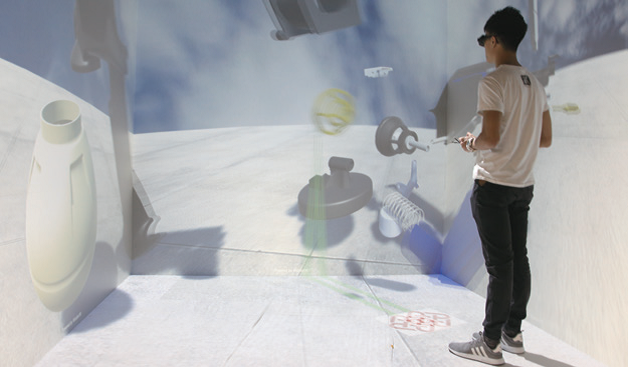 學生戴上VR 眼鏡後,可模擬實際工作情況,增加實習經驗。