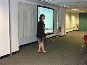 「閱讀版圖」作者龔蒙合心女士向參加者分享中文科教學心得