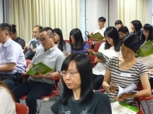老師專心聆聽講者解說- 如何生活化、形象化地教授古文知識