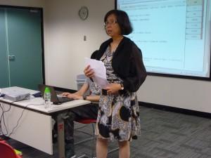 「閱讀版圖」作者龔蒙合心女士向參加者分享範文教學心得