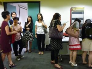 工作坊結束後,與會者繼續查詢及討論