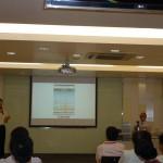 明報教育產品經理陳國樑先生在提問環節回應老師發問。