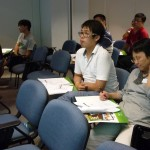 參加者專心聆聽講者示範-如何使用native apps發送學校通告