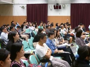 嘉賓劉進圖先生向參加者分析佔領運動-梳理正反觀點