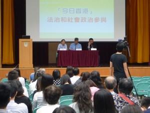 講座嘉賓鄧飛先生及劉進圖先生就昨晚學生與官員對話,與通識學習的關聯發表意見
