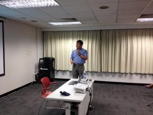 聖公會聖馬利亞堂莫慶堯中學李浩然老師與參加者分享電子教學經驗