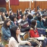 參加者專心聆聽講者分享