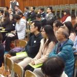 老師專心聆聽講者講解當前的反腐與法制建設是否可持續發展