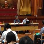 劉進圖先生耐心回應試卷二題目老師提問